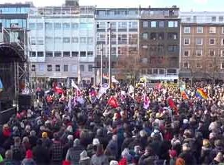 Demonstration Schlossplatz Braunschweig