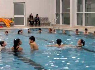 Schwimmkurs der Flüchtlingshilfe Wolfsburg