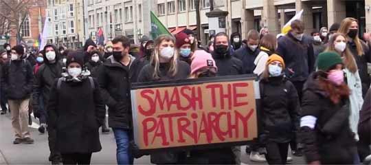 Das Feministische Bündnis BS demonstrierte in der Innenstadt